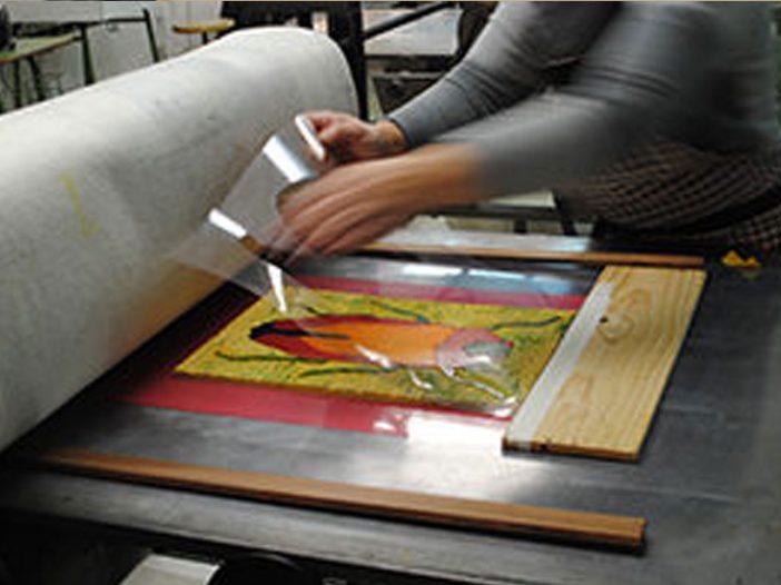 La Escuela Municipal de Artes y Oficios vuelve a la Escuela de Arte para visitar los talleres de grabado