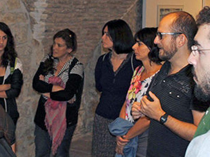 El alumnado de grabado y sus maestras, visitan la exposición ''Una cierta mirada'' de Gonzalo Nicuesa