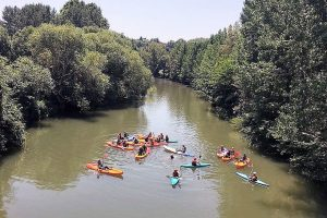 Bachillerato Artístico despide el curso con el descenso en canoas por el Arga